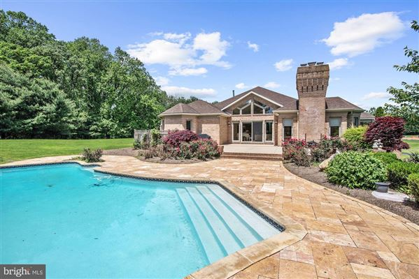 Mansions in A perfect setting on over five acres