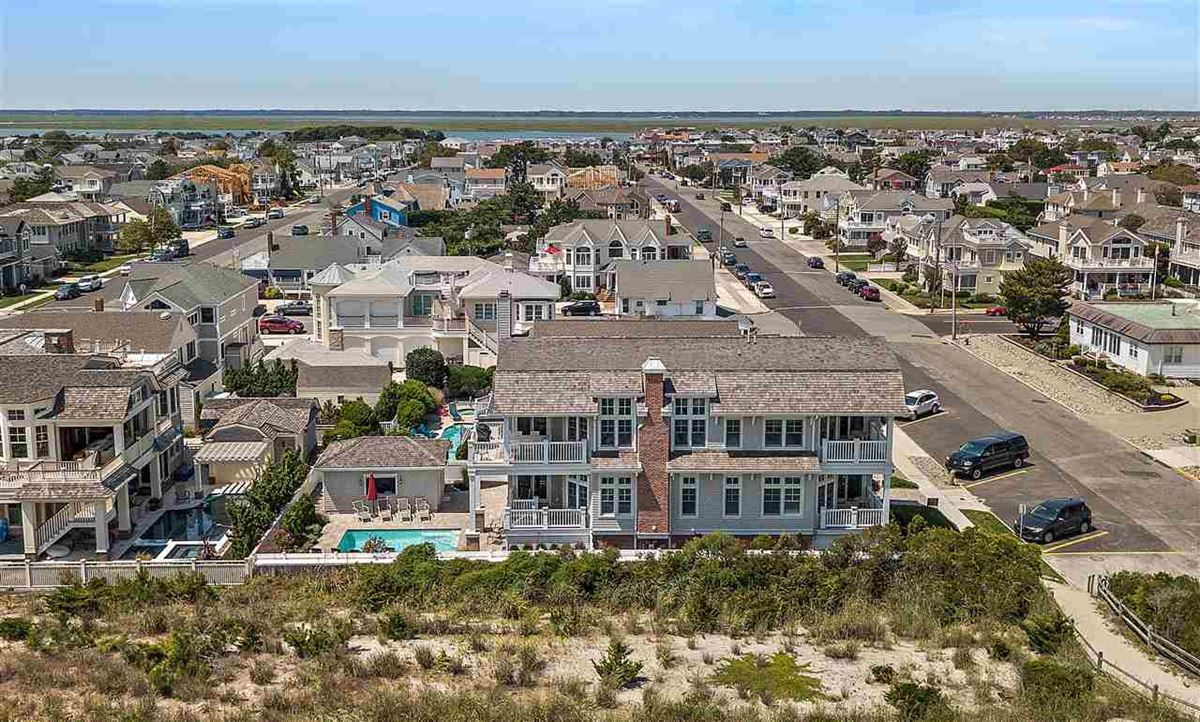 Luxury homes magnificent ocean front property