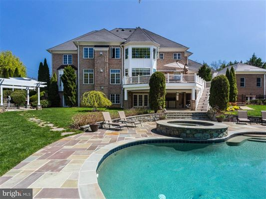 Luxury homes in magnificet gated estate beautifully appointed