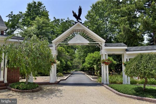 maintained manor home  luxury homes