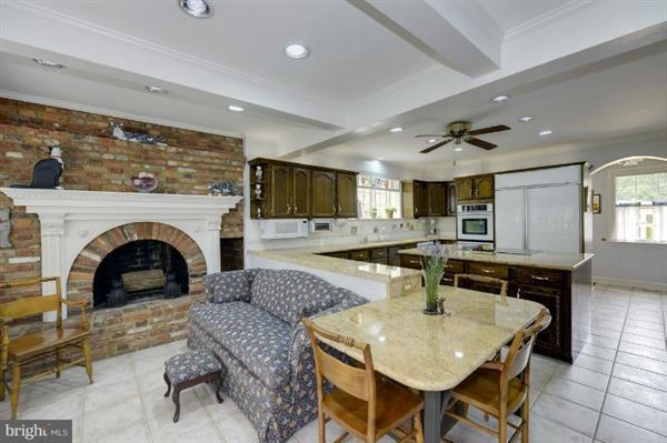 Luxury homes in maintained manor home