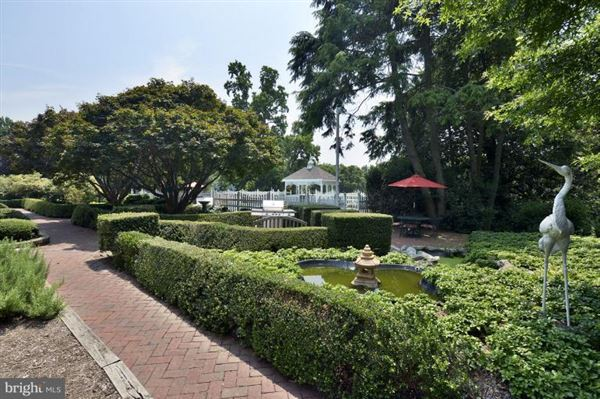 Luxury properties maintained manor home