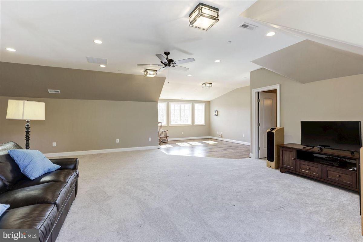 distinctive custom luxury estate on 18 acres luxury properties