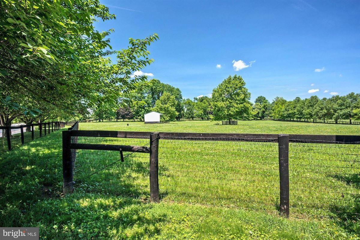 Luxury properties Hickory Ridge