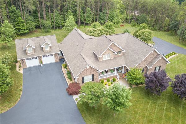 Mansions Exceptional custom-built brick home on 30 acres
