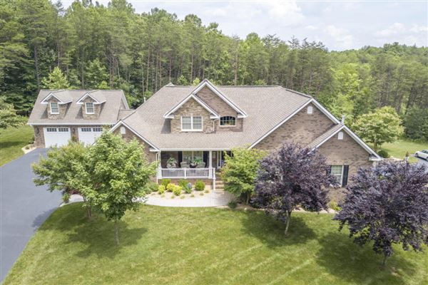 Luxury homes Exceptional custom-built brick home on 30 acres