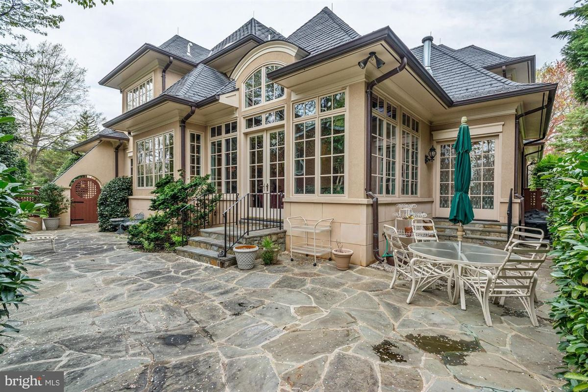 Luxury homes in a spectacular custom home in Edgemoor