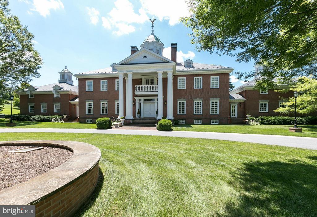 An Impeccable Estate On 49 Acres