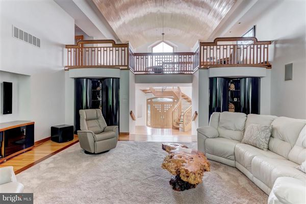 Mansions custom contemporary on 12-plus spectacular acres