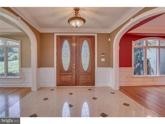 Luxury homes beautiful custom home full of upgrades