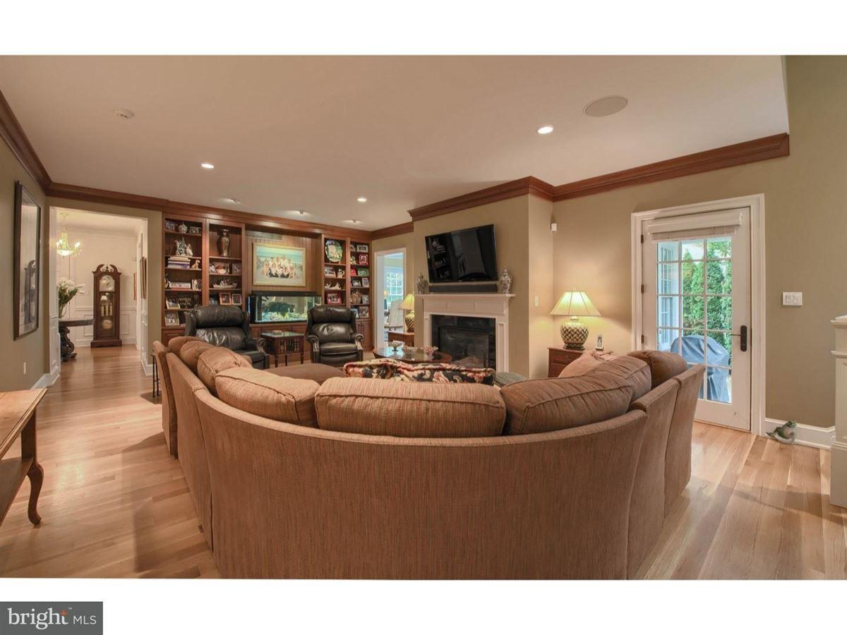 Luxury real estate impeccable Colonial in premium location