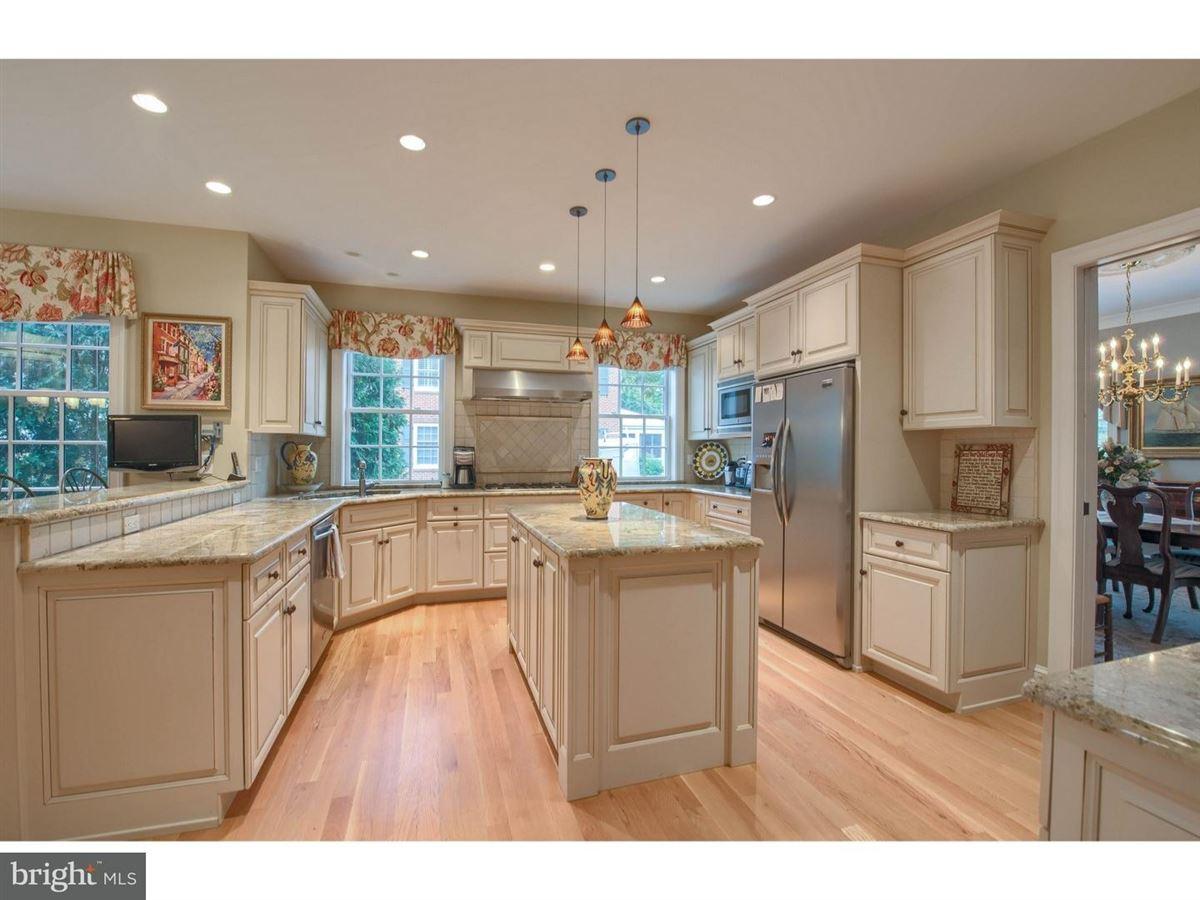 Luxury properties impeccable Colonial in premium location