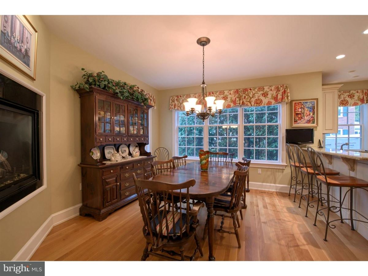 Mansions impeccable Colonial in premium location