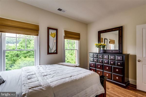 Move-in ready all brick luxury townhome luxury properties
