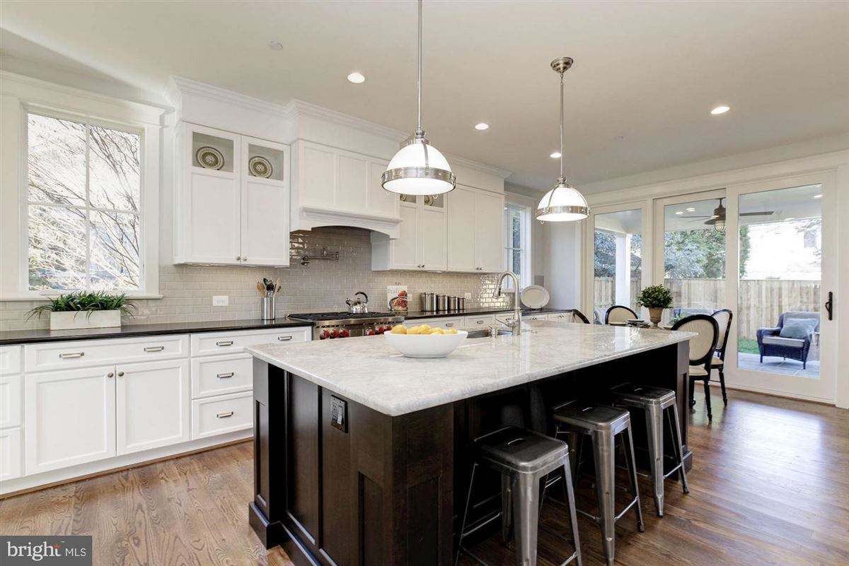Mansions new home with Superior craftsmanship at every turn