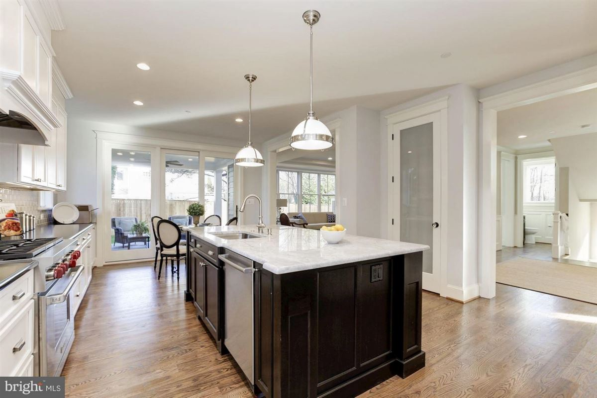 Mansions in new home with Superior craftsmanship at every turn