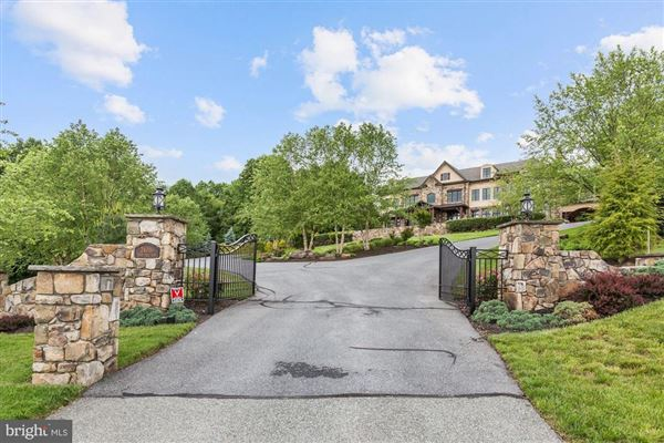 turnkey 11-acre equestrian estate mansions