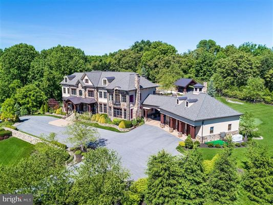 Mansions in turnkey 11-acre equestrian estate