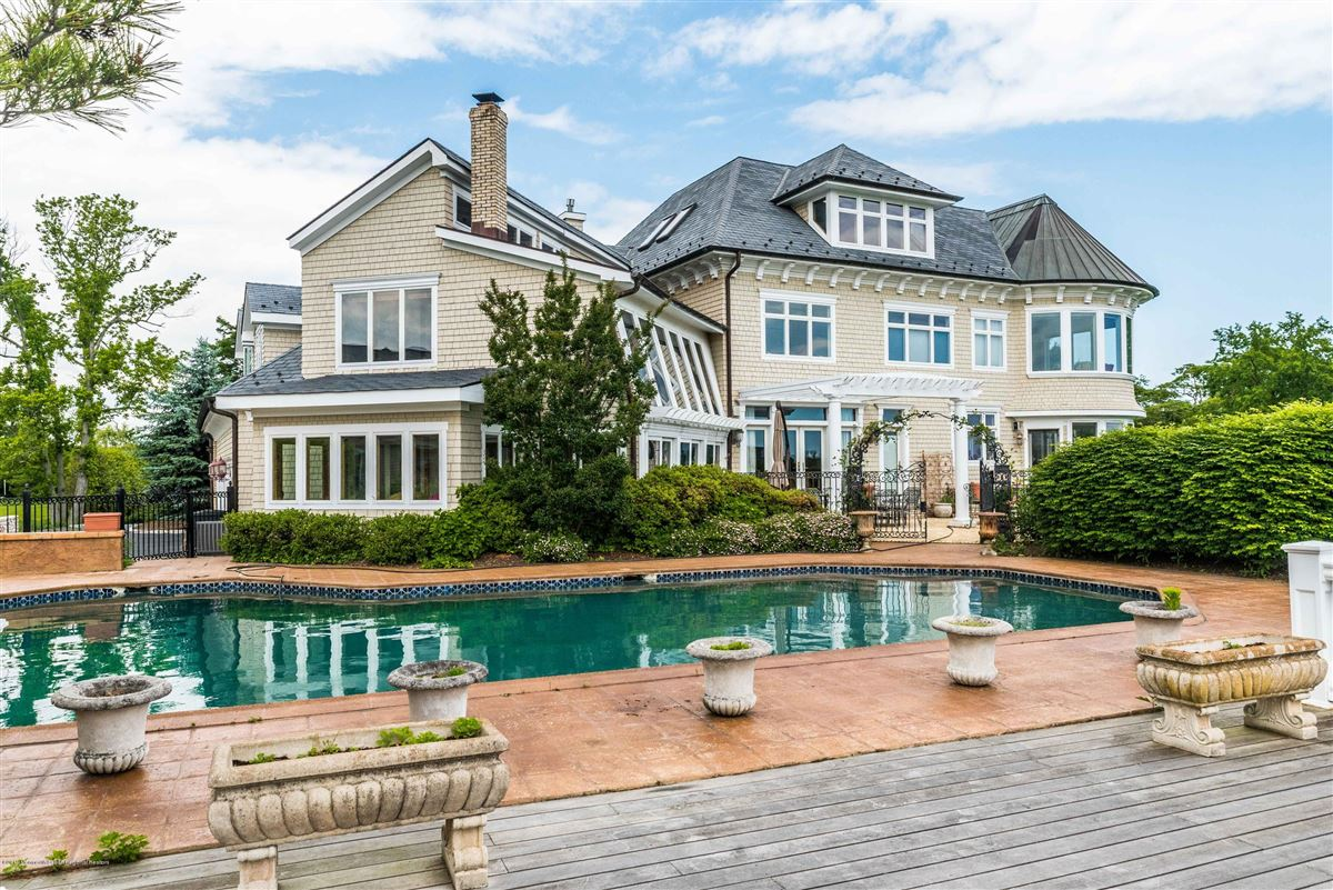 Luxury homes private and stately waterfront residence