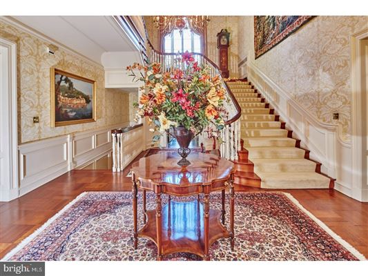 Luxury homes magnificent estate Nestled in the hills of Chateau Country