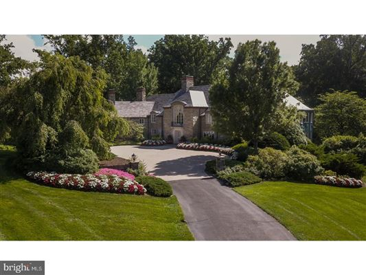 Mansions magnificent estate Nestled in the hills of Chateau Country