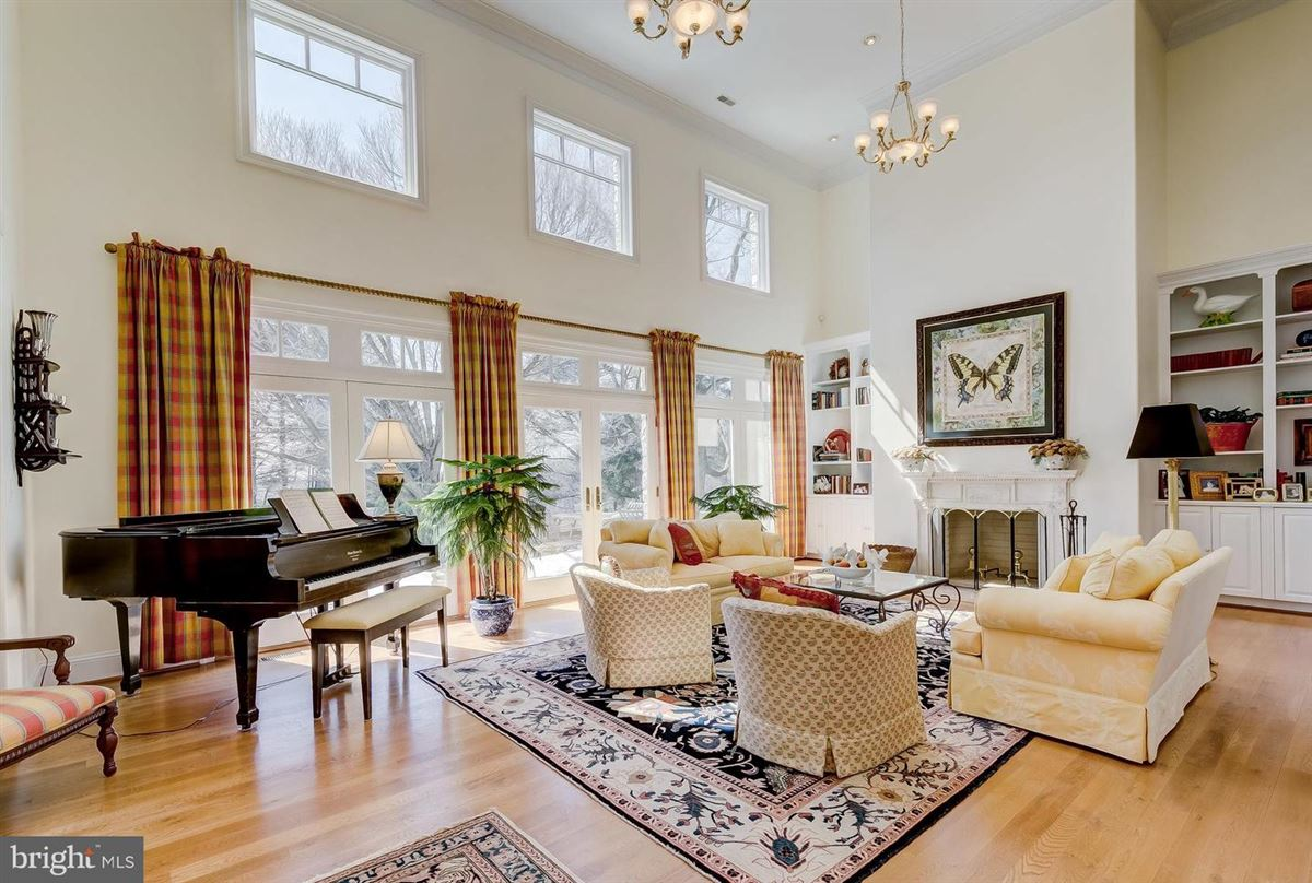 Luxury properties Enormous, magnificent Estate