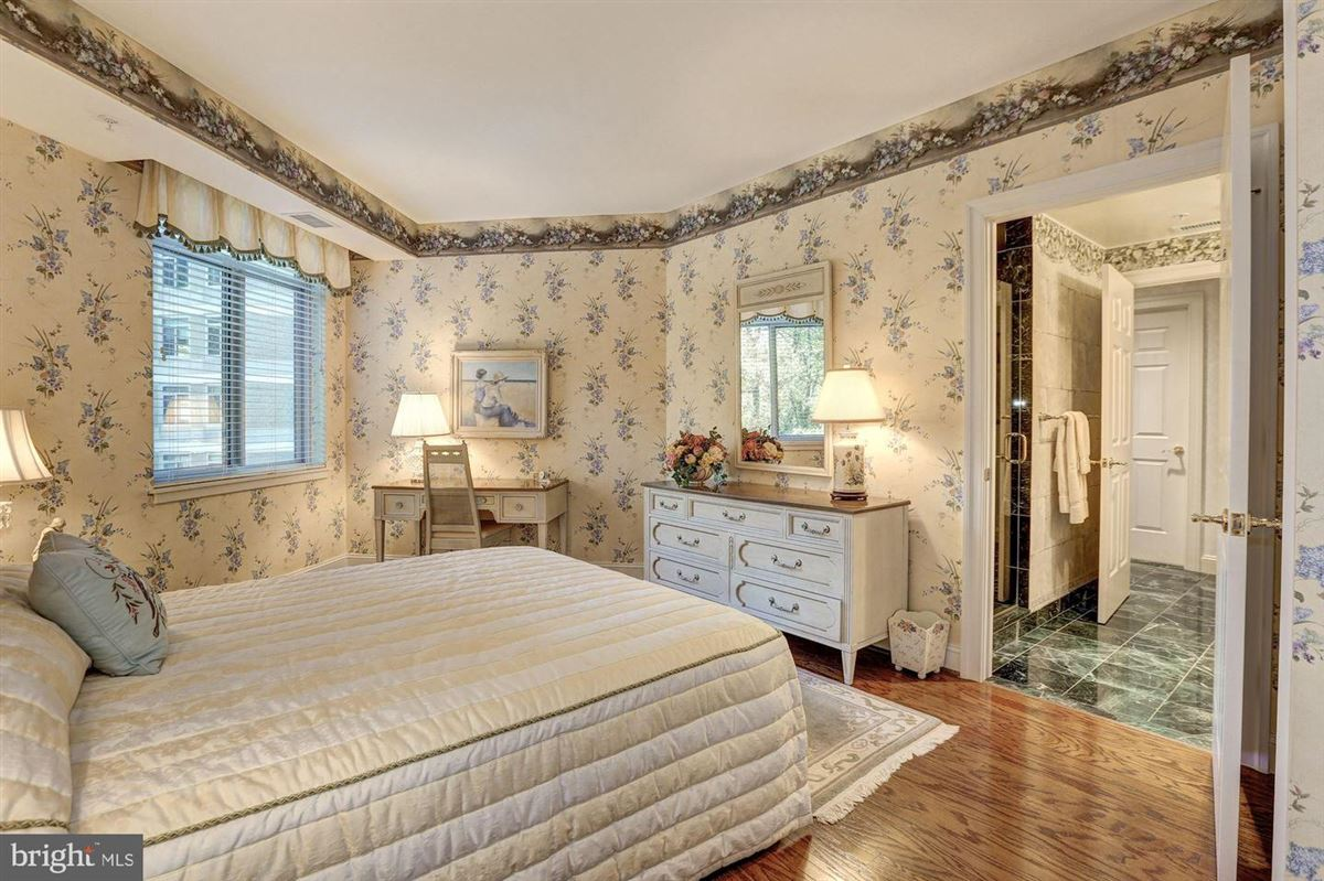 Luxury homes luxury amenities with proximity to upscale urban living