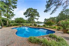 Luxury properties A 1.5-acre private peninsula