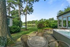 Luxury homes in A 1.5-acre private peninsula