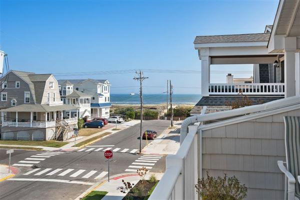 Luxury properties Stunning Beach Block home
