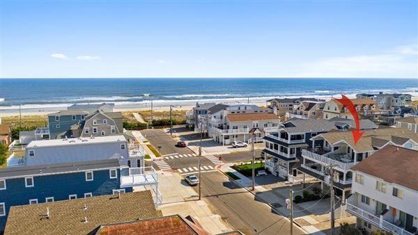 Stunning Beach Block home luxury real estate