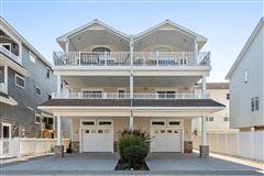 Luxury homes Stunning Beach Block home
