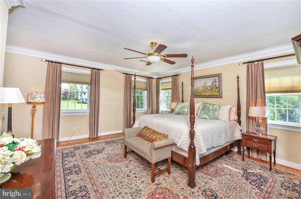 Wonderful grand-scale home in Newlin Greene luxury real estate