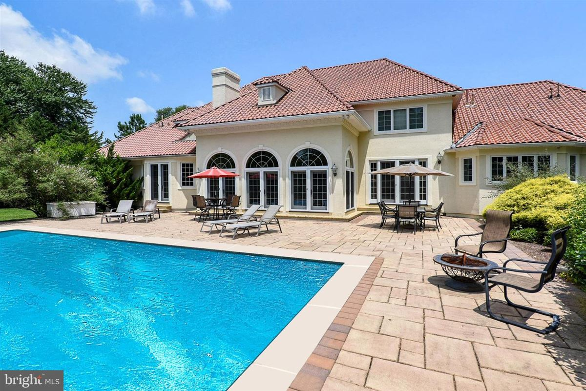 Luxury properties dream home at the beach