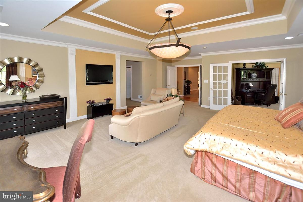 Mansions in former model with eye-catching details throughout