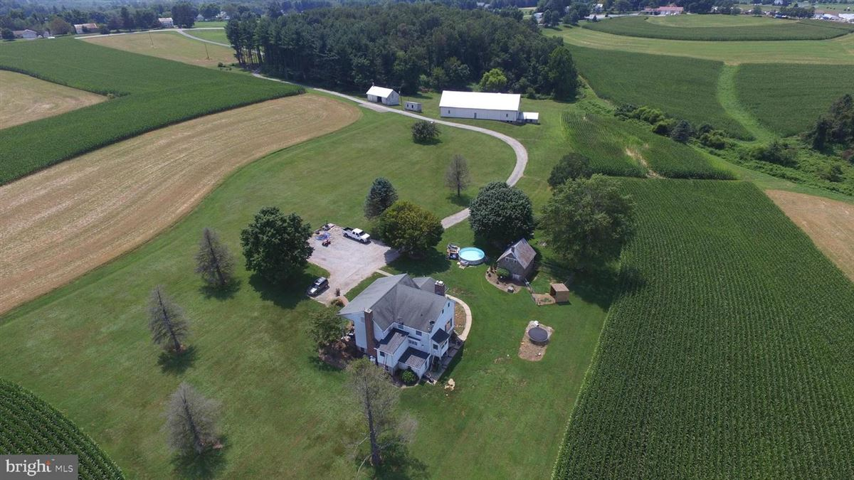 Luxury real estate elegant mansion with 144 farm acres