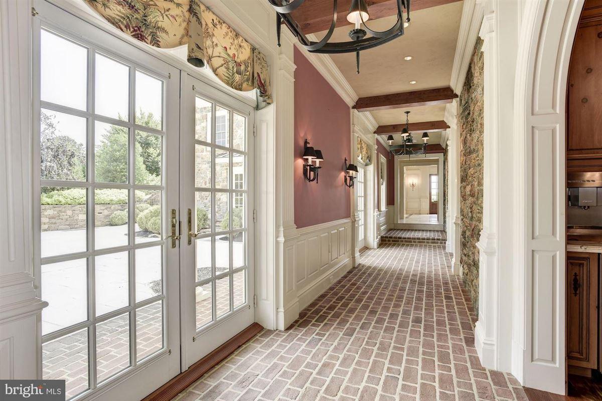elegant mansion with 144 farm acres mansions