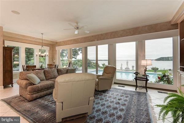 Mansions in Luxury waterfront estate offers privacy and views