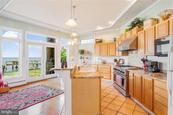 Luxury homes in Chesapeake Bay waterfront home in Shady Side