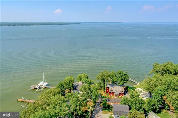 Chesapeake Bay waterfront home in Shady Side mansions