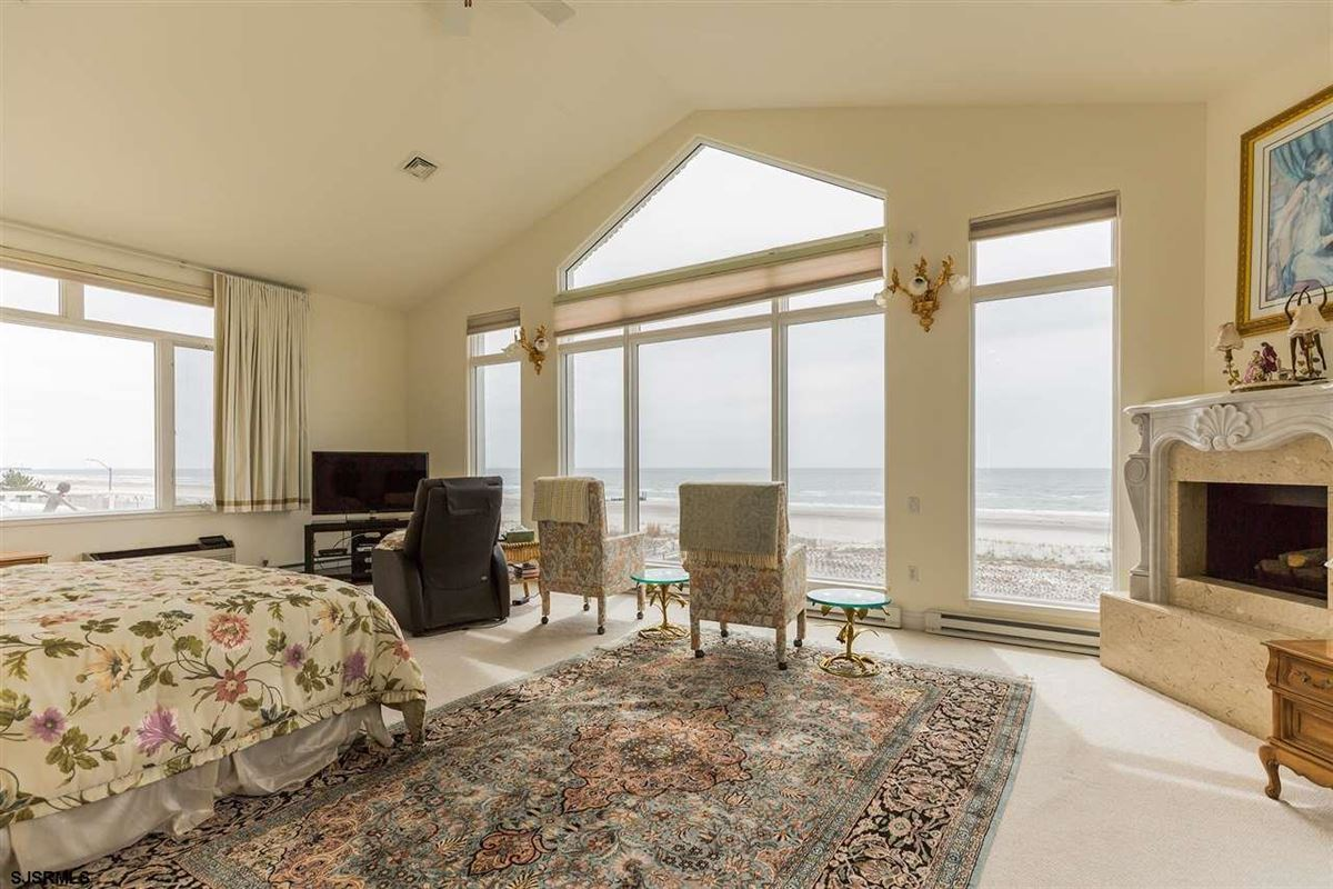 Luxury homes Welcome to 4900 Boardwalk