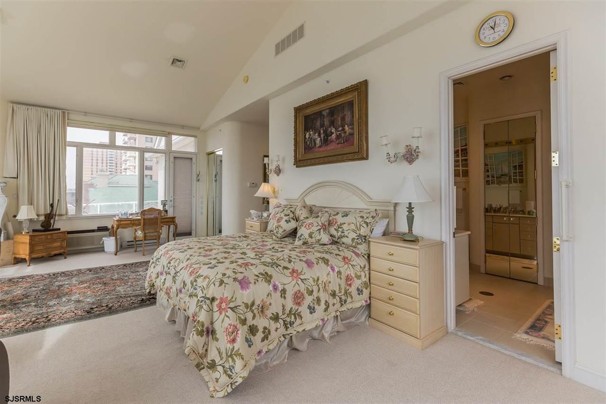 Welcome to 4900 Boardwalk luxury homes