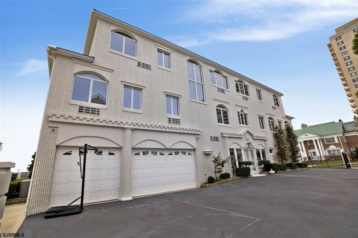 Luxury real estate Welcome to 4900 Boardwalk