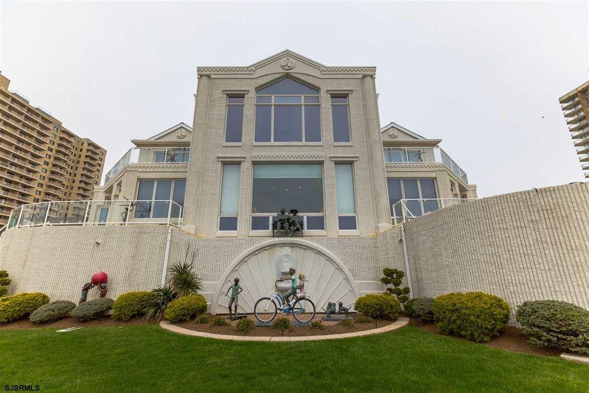 Welcome to 4900 Boardwalk luxury properties