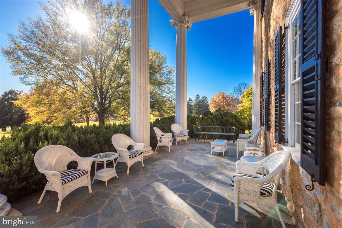 Luxury properties CARTER HALL