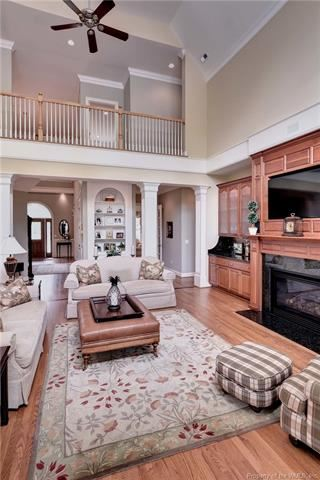 Luxury homes in Outstanding golf-front home in Fords Colony