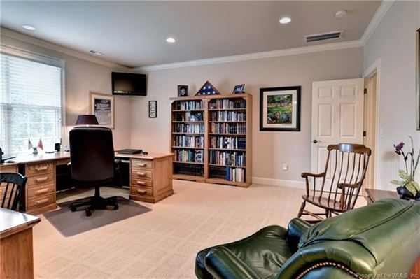 Luxury real estate Outstanding golf-front home in Fords Colony