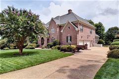 Mansions Outstanding golf-front home in Fords Colony