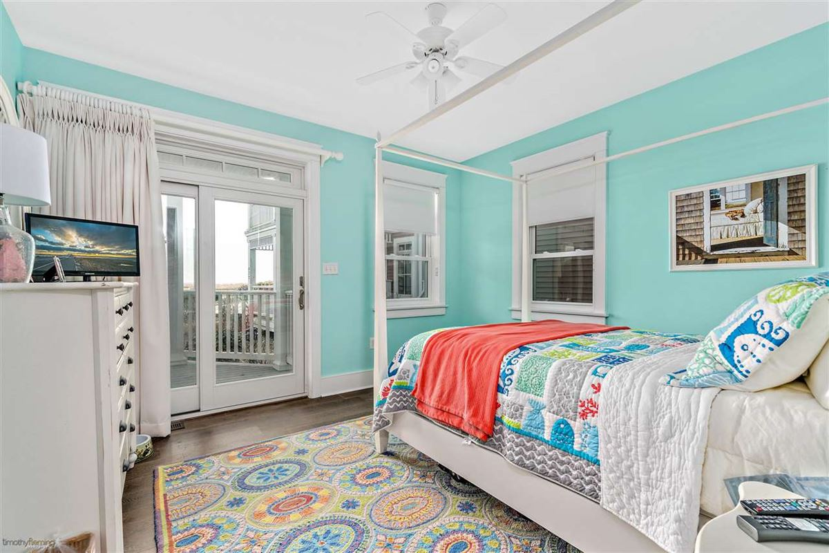 Luxury homes Breathtaking custom built 4 bedroom