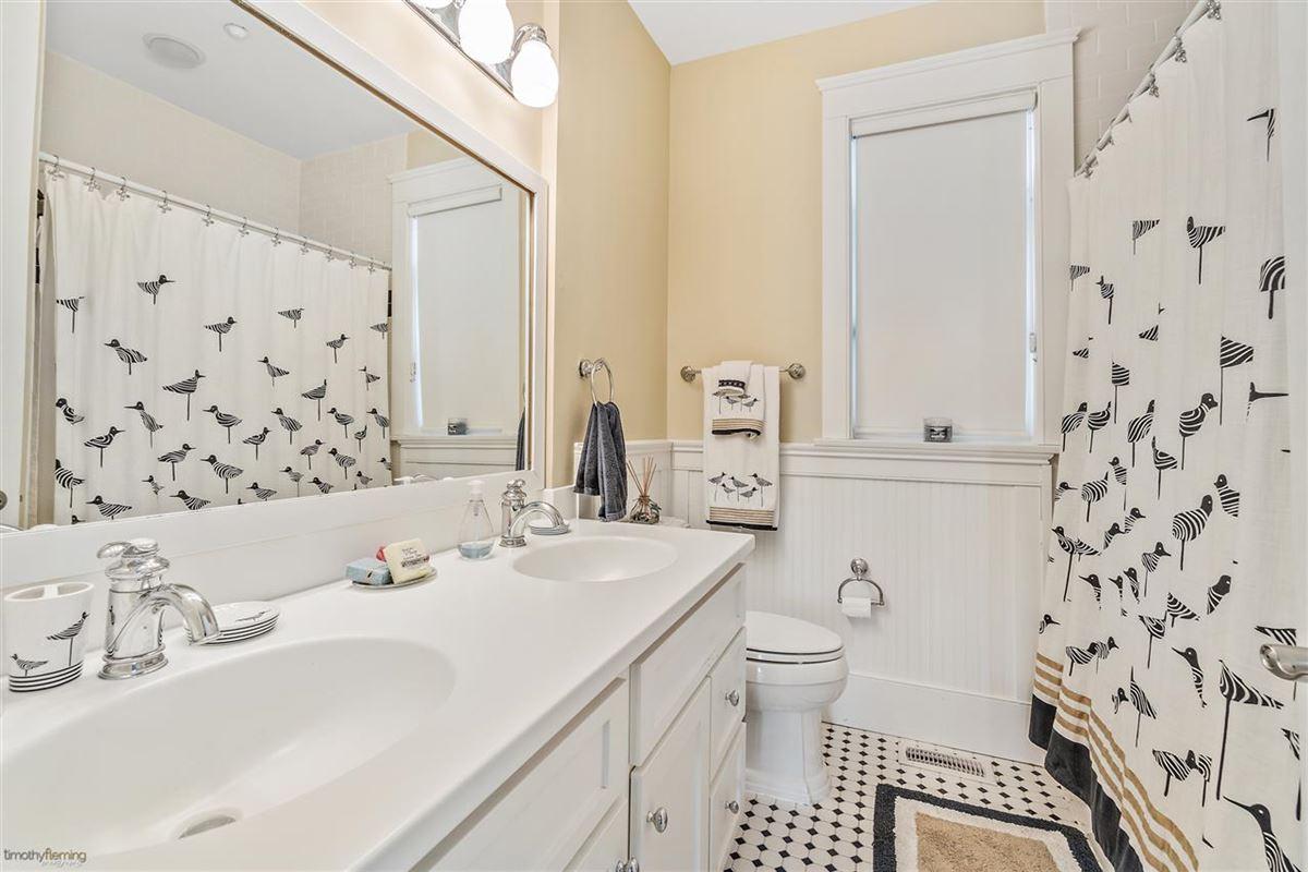 Breathtaking custom built 4 bedroom luxury homes